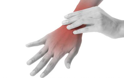 What is a Boxers Fracture? How does this injury occur?